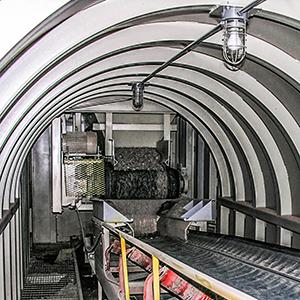 belt feeder for tunnel reclaim of aggregate material