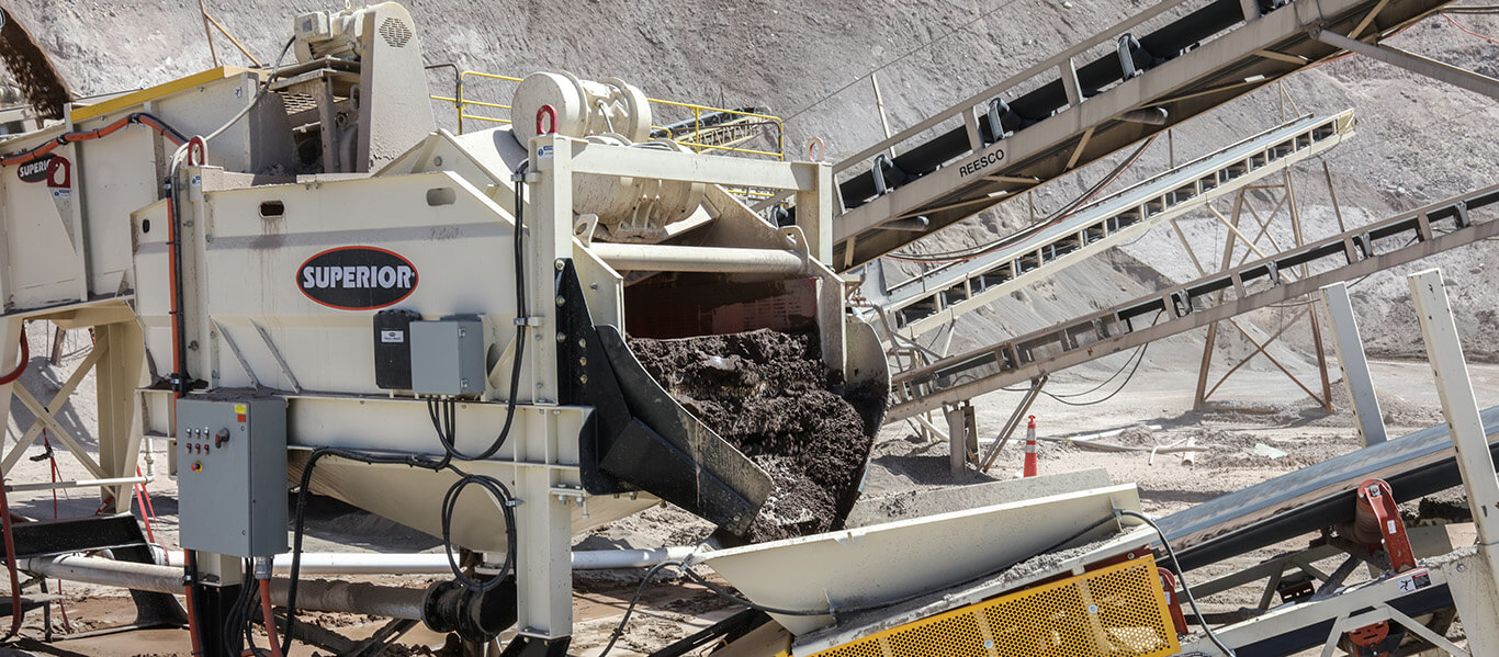 material coming off of dewatering screen on Superior's Alliance Low Water Washer.