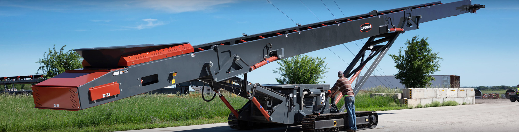 Tracked Stacking Conveyor (Tracked Stacker) | Superior Industries