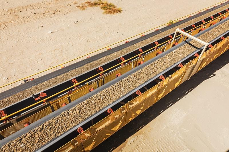 Material na esteira transportadora Zipline | Superior Industries