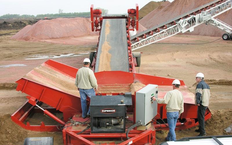 concrete-materials-razertail-truck-unloader-by-superior-industries
