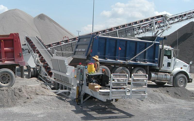 hubbard-construction-razertail-truck-unloader-by-superior-industries-4