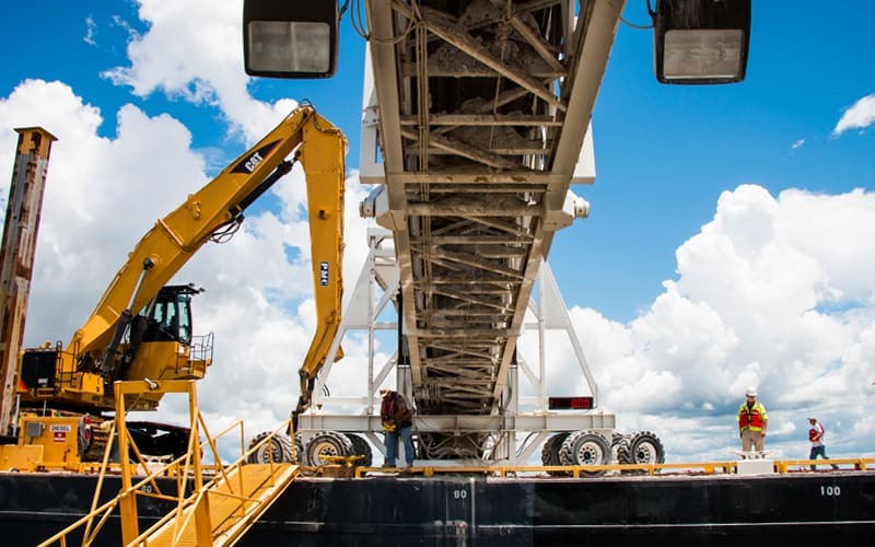 pontchartrain-materials-barge-unloading-telestacker-conveyor-by-superior-industries-2