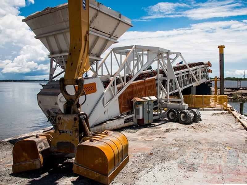 pontchartrain-materials-barge-unloading-telestacker-conveyor-by-superior-industries