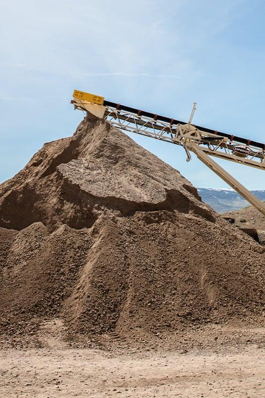 rilite-aggregates-vertical-sand-pile