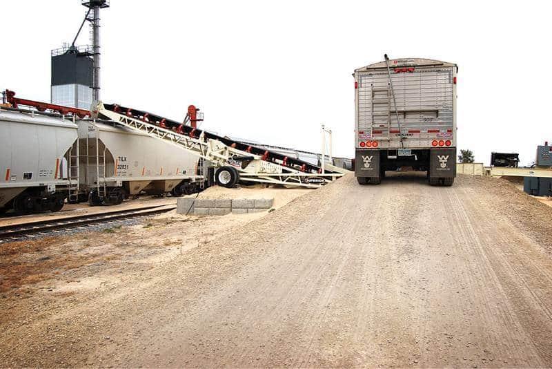 RazerTail Truck Unloader | Superior Industries